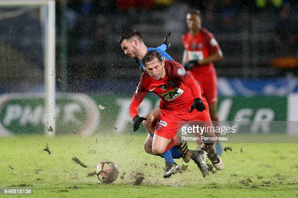 Grzegorz Krychowiak of Paris Saint Germain in action during a French Cup match between Niort and Paris Saint Germain at stade Rene Gaillard on March...