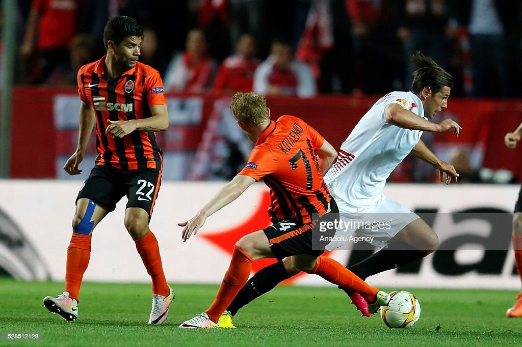 Grzegorz Krychowiak (R) of Sevilla in an action during the UEFA Europa League semi-final second leg football match between Sevilla and Shakhtar Donetsk at the Sanchez Pizjuan Stadium in Sevilla, Spain on May 5, 2016.