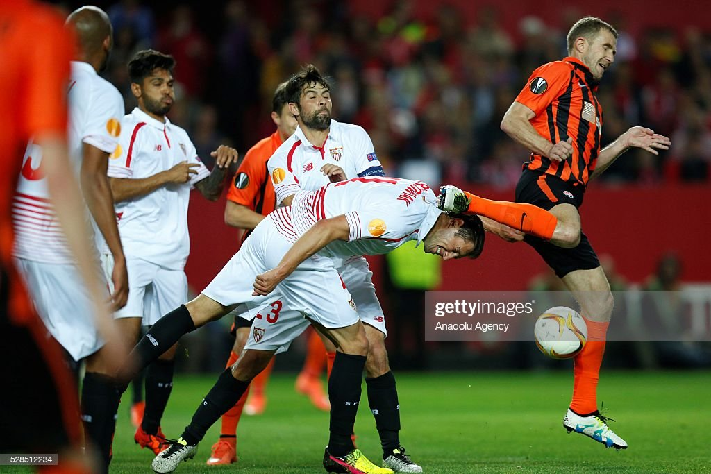 Grzegorz Krychowiak (C) of Sevilla in an action during the UEFA Europa League semi-final second leg football match between Sevilla and Shakhtar Donetsk at the Sanchez Pizjuan Stadium in Sevilla, Spain on May 5, 2016.