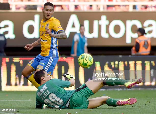 Guadalajara goalkeeper Rodolfo Cota vies for the ball with Tigres player Ismael Sosa during the final of the Mexican Clausura 2017 football...