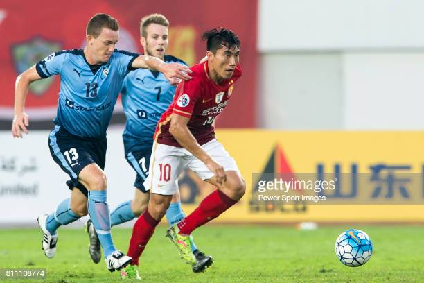 Guangzhou Evergrande midfielder Zheng Zhi fights for the ball with Sydney FC midfielder Brandon O'neill during the AFC Champions League 2016 Group...