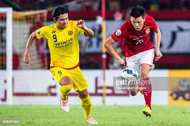 Guangzhou Evergrande midfielder Zou Zheng fights for the ball with Kashiwa Reysol forward Kudo Masato during the Guangzhou Evergrande vs Kashiwa...