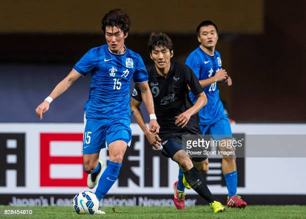 Guangzhou RF defender Jang Hyunsoo fights for the ball with Seongnam FC forward Kim Dong Sub during the AFC Champions League 2015 Group Stage F match...