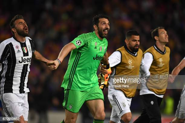 Guanluigi Buffon and Juventus players celebrate going through to semi final after the UEFA Champions League Quarter Final second leg match between FC...