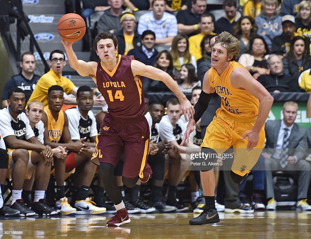 Guard Ben Richardson #14 of the Loyola-Chicago Ramblers chases down the ball against guard <a gi-track='captionPersonalityLinkClicked' href=/galleries/search?phrase=Ron+Baker+-+Joueur+de+basketball&family=editorial&specificpeople=13909614 ng-click='$event.stopPropagation()'>Ron Baker</a> #31 of the Wichita State Shockers during the second half on January 27, 2016 at Charles Koch Arena in Wichita, Kansas.