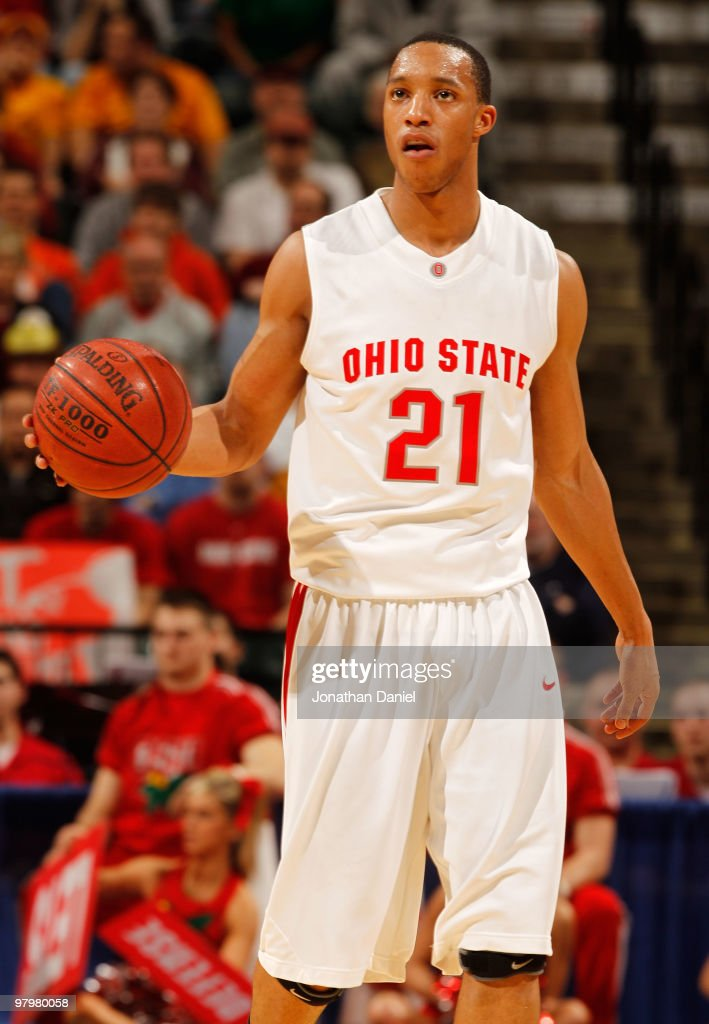 Guard <a gi-track='captionPersonalityLinkClicked' href=/galleries/search?phrase=Evan+Turner&family=editorial&specificpeople=4665764 ng-click='$event.stopPropagation()'>Evan Turner</a> #21 of the Ohio State Buckeyes controls the ball against the Minnesota Golden Gophers in the championship of the Big Ten Men's Basketball Tournament at Conseco Fieldhouse on March 14, 2010 in Indianapolis, Indiana.