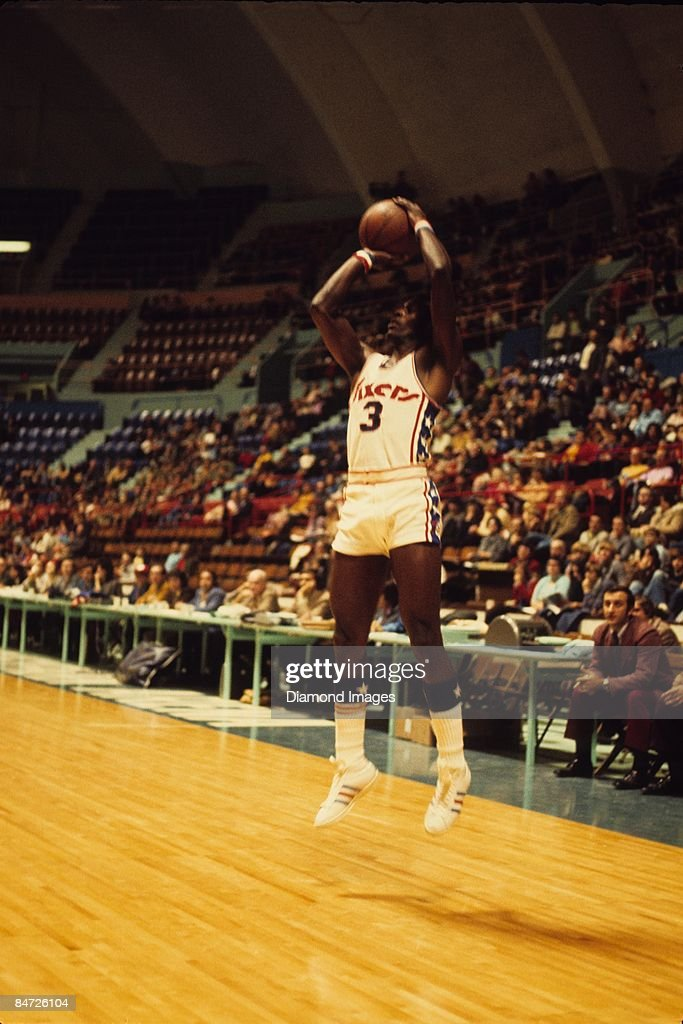 Guard Fred Carter of the Philadelphia 76ers shoots a jump shot during a game with the Buffalo Braves on Friday November 24 1972 in Hershey...