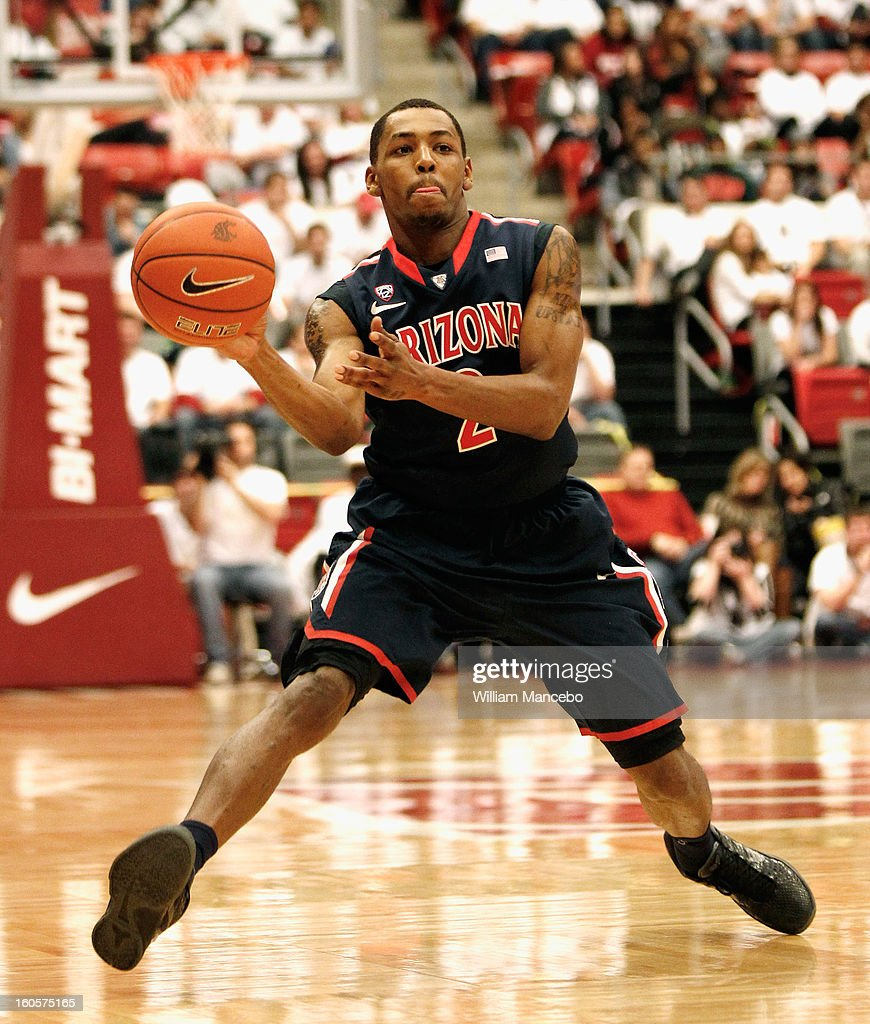 Guard Mark Lyons #2 of the Arizona Wildcats passes the ball during the game against the Washington State Cougars at Beasley Coliseum on February 2, 2013 in Pullman, Washington.