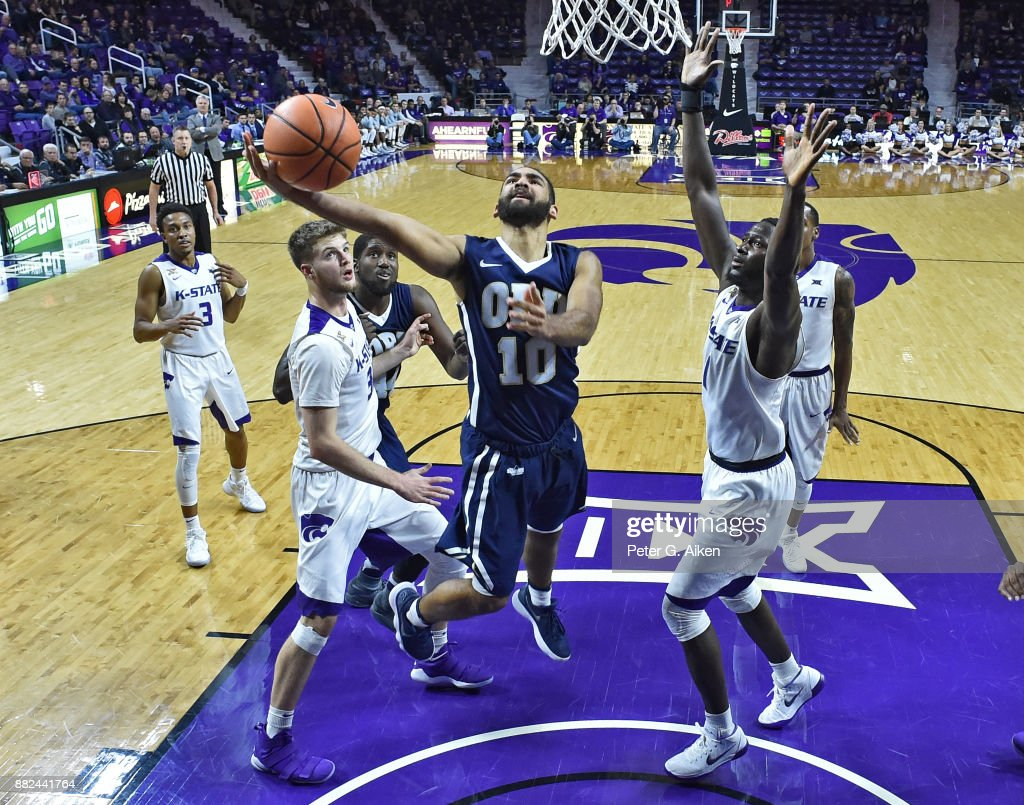 Guard Sam Kearns #10 of the Oral Roberts Golden Eagles drives to the basket between defenders Dean Wade #32 and Mawdo Sallah #1 of the Kansas State Wildcats during the second half on November 29, 2017 at Bramlage Coliseum in Manhattan, Kansas.