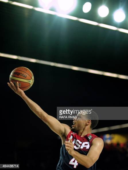 US guard Stephen Curry jumps to score during the 2014 FIBA World basketball championships group C match Turkey vs USA at the Bizkaia Arena in Bilbao...