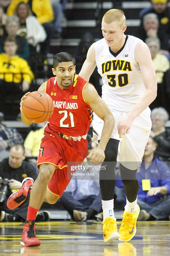 Guard Varun Ram #21 of the Maryland Terrapins drives down the court against forward <a gi-track='captionPersonalityLinkClicked' href=/galleries/search?phrase=Aaron+White+-+Basketball+Player&family=editorial&specificpeople=14619648 ng-click='$event.stopPropagation()'>Aaron White</a> #30 of the Iowa Hawkeyes in the second half at Carver-Hawkeye Arena on February 8, 2015 in Iowa City, Iowa.