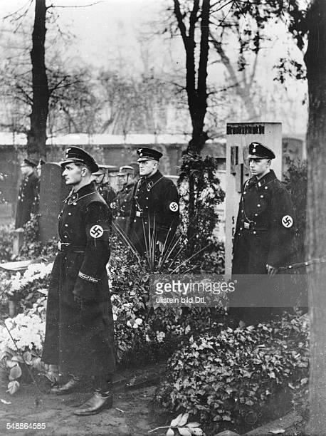 Guards of honour of the SS at the Luisenstaedtischer Friedhof in Berlin Kreuzberg at the 14th anniversary of the Beer Hall Putsch Photographer Heinz...