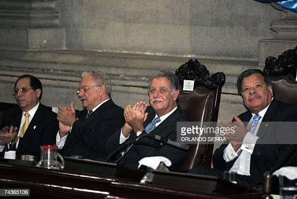 El presidente del Poder Judicial Eliu Higueros el vicepresidente de Guatemala Eduardo Stein el presidente de la Republica Oscar Berger y el...