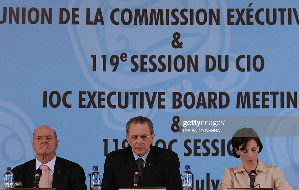 Kevan Gosper (L), chairman of the International Olympic Committee, Jacques Rogge (C) IOC's president, and Giselle Davies, IOC's Communications Director, give a press conference at the end of the 119th IOC Session in Guatemala City, on July 7th, 2007. AFP PHOTO/Orlando SIERRA