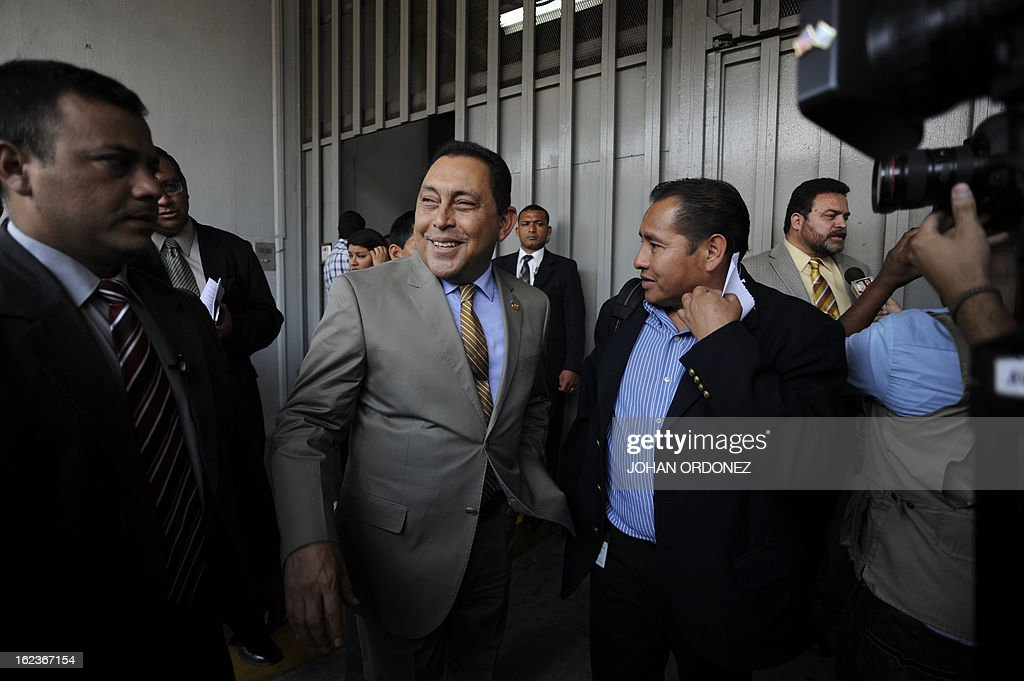 Guatemalan Interior Minister Mauricio Lopez (C) speaks with journalists in Guatemala city on Feburary 22, 2013. Lopez referred to the death of two drug traffickers in a clash with police, one of whom could be related to the Mexican Sinaloa cartel. AFP PHOTO Johan ORDONEZ