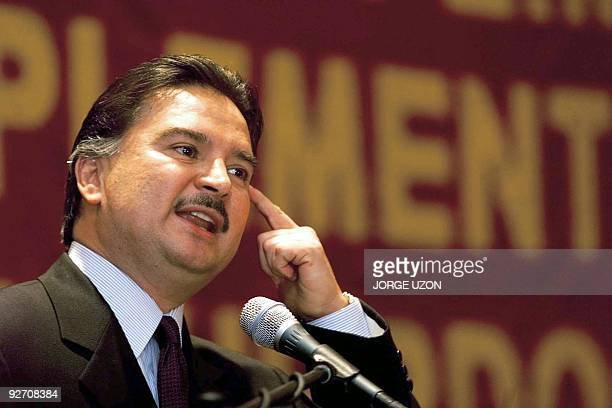 Guatemalan President Alfonso Portillo speaks about peace agreements 12 December 2000 in Guatemala City El presidente de Guatemala Alfonso Portillo...