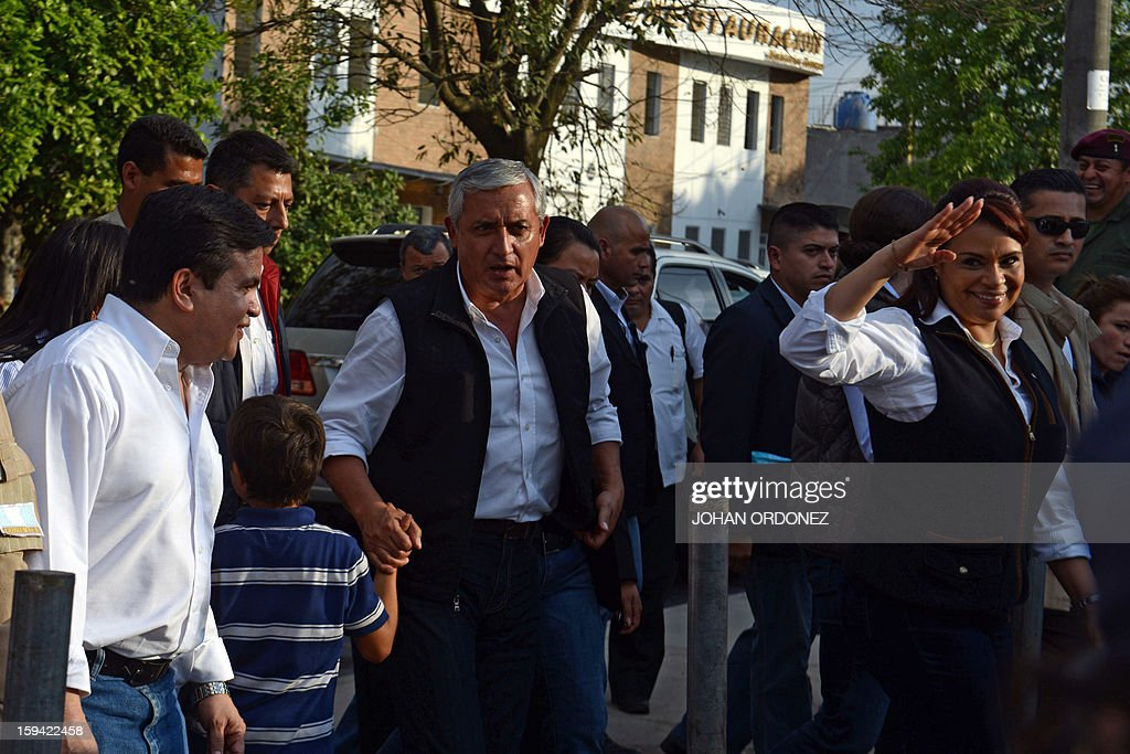 Guatemalan President Otto Perez Molina (C) and his Vice-President Roxana Baldetti (R) arrive to commemorate the first year of his administration on January 13, 2012 at La Alameda neighborhood in Guatemala City. AFP PHOTO Johan ORDONEZ