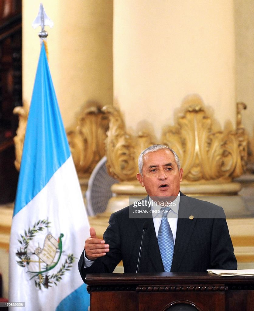 Guatemalan President Otto Perez Molina (L) speaks during a meeting with Colombian Ivan Velasquez, chief of the International Commission against Impunity in Guatemala (CICIG), at the Culture Palace in Guatemala city on April 23, 2015. AFP PHOTO Johan ORDONEZ