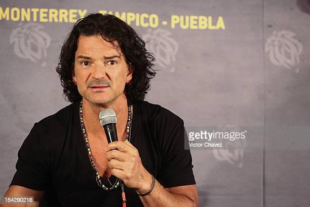 Guatemalan singersongwriter Ricardo Arjona attends a press conference at Arena Ciudad De Mexico on October 17 2012 in Mexico City Mexico
