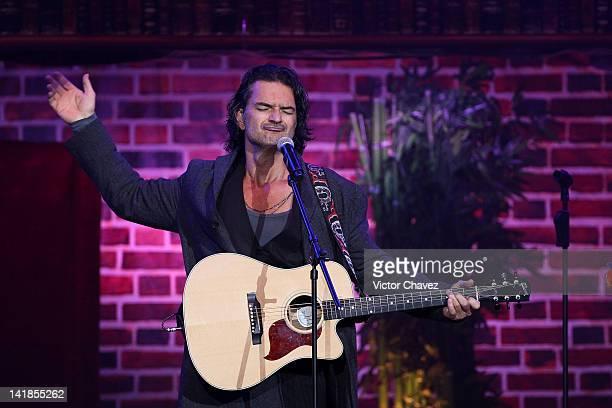 Guatemalan singersongwriter Ricardo Arjona performs at Arena Ciudad de Mexico on March 24 2012 in Mexico City Mexico