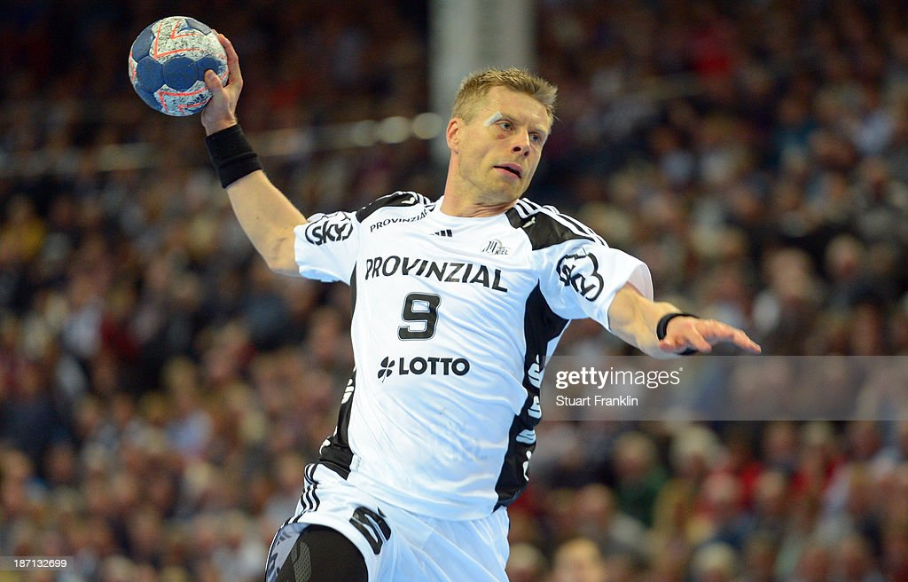 <a gi-track='captionPersonalityLinkClicked' href=/galleries/search?phrase=Gudjon+Valur+Sigurdsson&family=editorial&specificpeople=2506024 ng-click='$event.stopPropagation()'>Gudjon Valur Sigurdsson</a> of Kiel throws a goal during the Bundesliga handball match between THW Kiel and Rhein Neckar Loewen at the Sparkasse arena on November 6, 2013 in Kiel, Germany.