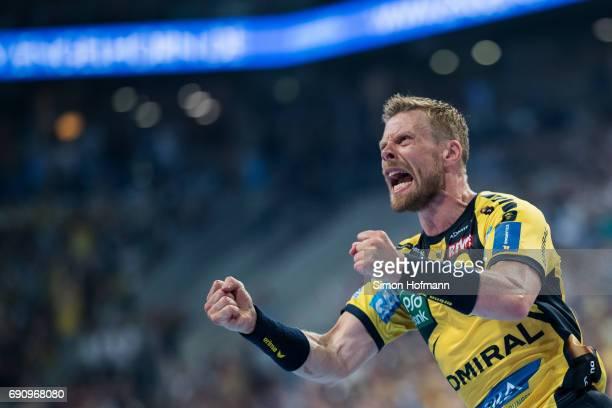 Gudjon Valur Sigurdsson of RheinNeckar Loewen celebrates during the DKB HBL match between RheinNeckar Loewen and THW Kiel at SAP Arena on May 31 2017...