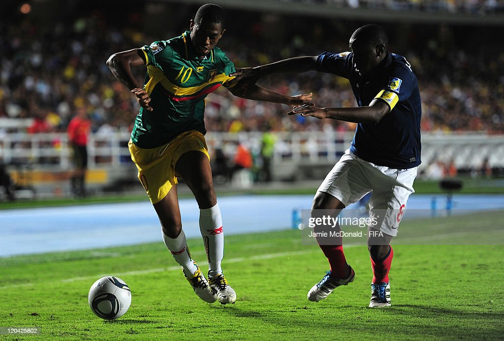 <a gi-track='captionPersonalityLinkClicked' href=/galleries/search?phrase=Gueida+Fofana&family=editorial&specificpeople=4309091 ng-click='$event.stopPropagation()'>Gueida Fofana</a> of France battles with Adama Toure of Mali during the FIFA U-20 World Cup, Group A match between France and Mali at the Estadio Olimpico Pascual Guerrero on August 5, 2011 in Cali, Colombia.