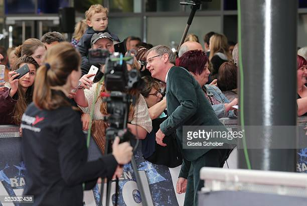 Guenther Jauch and fans during the Radio Regenbogen Award 2016 at Europapark Rust on April 22 2016 in Rust Germany