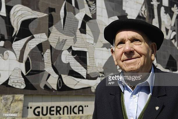 TO GO WITH AFP STORY 'EspagnehistoireGuernicaanniversaire' Pedro Balino survivor of the Guernica's bombing poses in front of a reproduction of Pablo...
