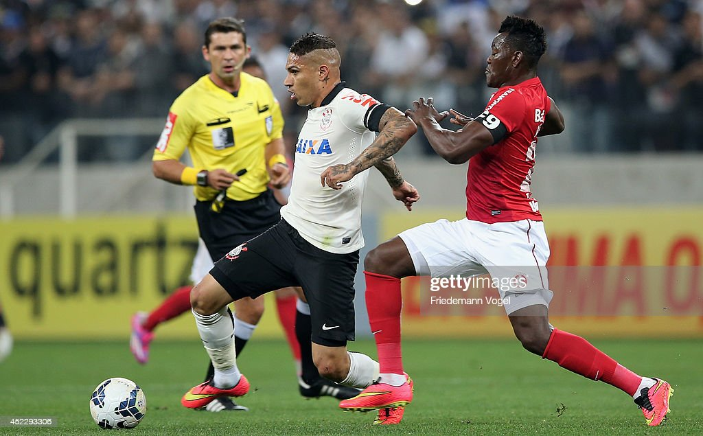 Guerrero of Corinthians fights for the ball with Paulao of Internacional during the match between Corinthians and Internacional for the Brazilian Series A 2014 at Arena Corinthians on July 17, 2014 in Sao Paulo, Brazil.
