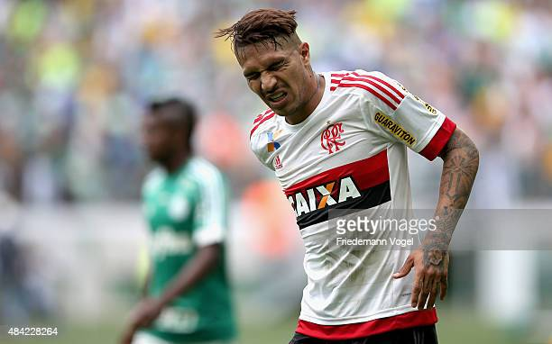 Guerrero of Flamengo looks on during the match between Palmeiras and Flamengo for the Brazilian Series A 2015 at Allianz Parque on August 16 2015 in...