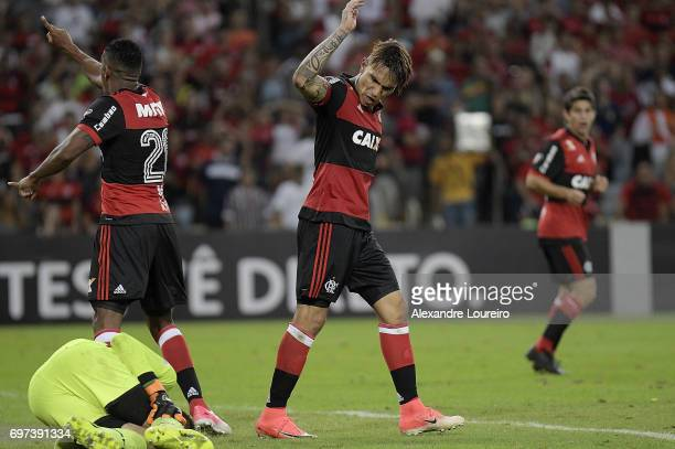 Guerrero of Flamengo yells with Júlio César of Fluminense during the match between Fluminense and Flamengo as part of Brasileirao Series A 2017 at...
