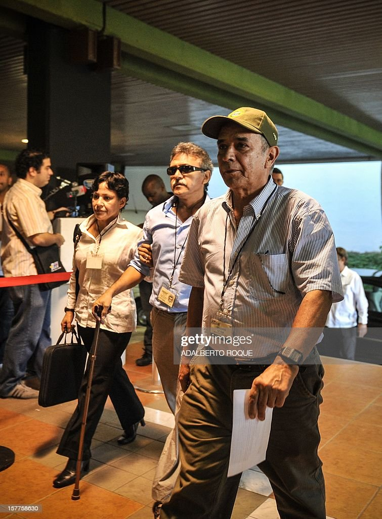 Guerrilla fighter Bernardo Salcedo (R), commander Jesus Santrich (C) and guerrilla fighter Maritza Garcia (L), members of FARC-EP leftist guerrillas delegation, arrive at the Convention Palace in Havana for the peace talks with the Colombian government, on December 6, 2012.
