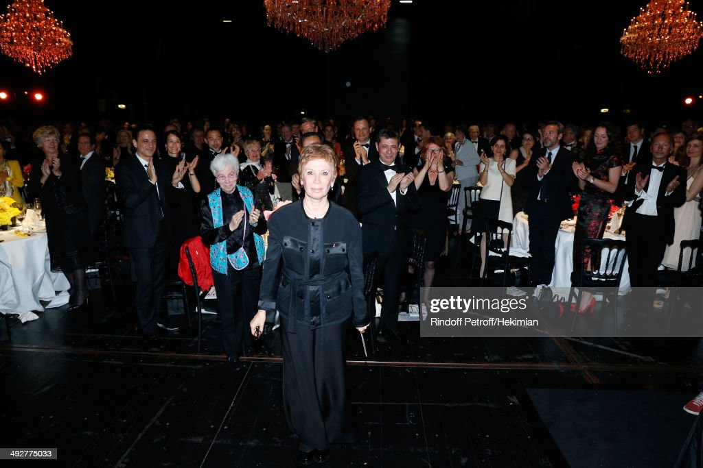 Guest and Doctor Leone Noelle Meyer (C in blue) pay Tribute to Dance Director of the 'Opera de Paris' Brigitte Lefevre (C in black) at the AROP Charity Gala. Held at Opera Bastille on May 21, 2014 in Paris, France.