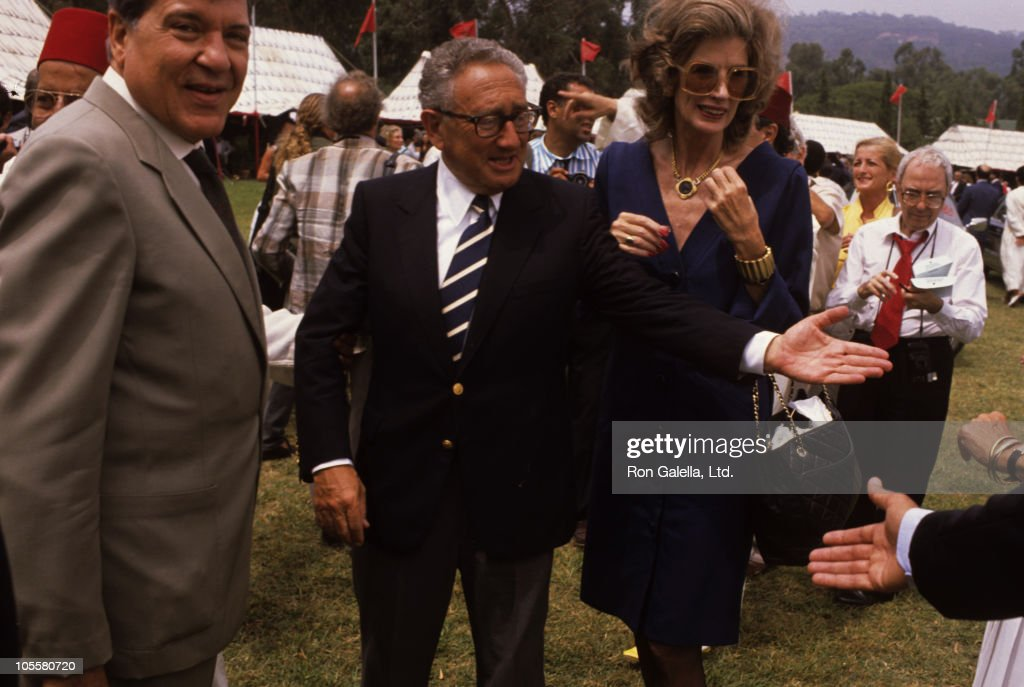 Guest, <a gi-track='captionPersonalityLinkClicked' href=/galleries/search?phrase=Henry+Kissinger&family=editorial&specificpeople=154883 ng-click='$event.stopPropagation()'>Henry Kissinger</a>, and <a gi-track='captionPersonalityLinkClicked' href=/galleries/search?phrase=Nancy+Kissinger&family=editorial&specificpeople=1104704 ng-click='$event.stopPropagation()'>Nancy Kissinger</a> during Malcolm Forbes' 70th Birthday Party, 1989 at Tangier Country Club in Tangier, Morocco.