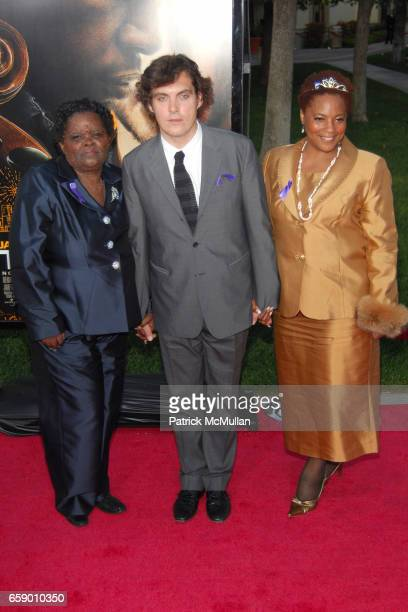 guest Joe Wright and guest attend LOS ANGELES PREMIERE OF 'THE SOLOIST' at PARAMOUNT THEATRE on April 20 2009 in HOLLYWOOD CA