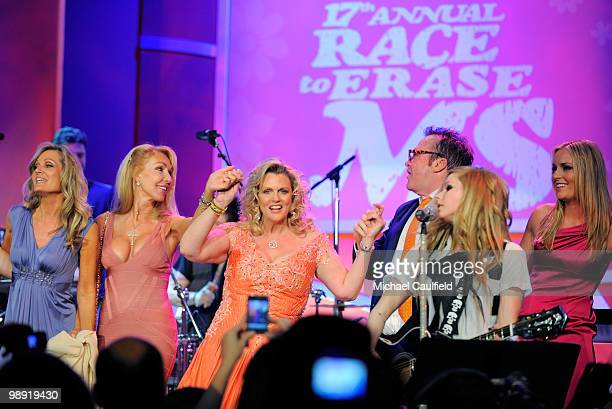 Guest Linda Thompson Nancy Davis Tom Arnold singer Avril Lavigne and olympic gold medalist Lindsey Vonn onstage during the 17th Annual Race to Erase...