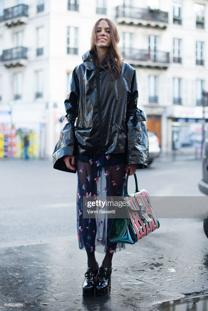 A guest poses after the Aalto show at the Espace Commines during Paris Fashion Week Womenswear FW 17/18 on February 28, 2017 in Paris, France.