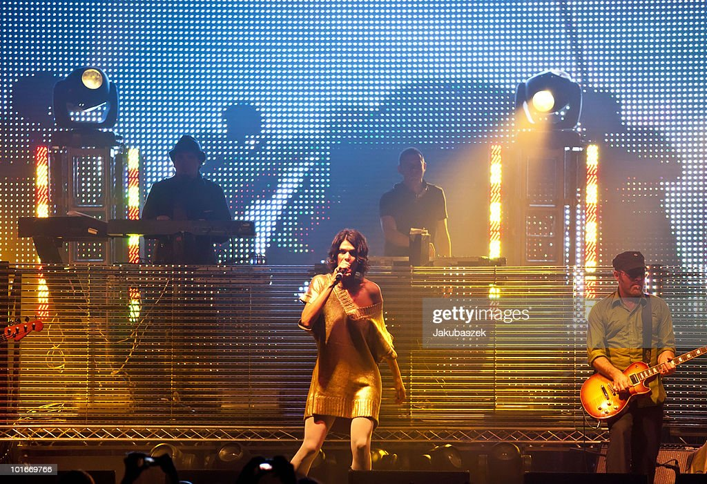 Guest singer Gunjan (C), DJs Rob Garza (L) and Eric Hilton (R) of the American band Thievery Corporation perform live at the Huxleys Neue Welt on June 6, 2010 in Berlin, Germany.