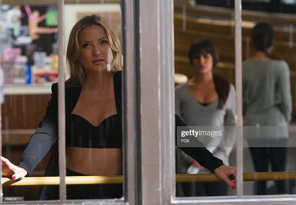 Guest star Kate Hudson and Lea Michele (R) stars in the 'Wonder'ful' episode of GLEE airing Thursday, May 2, 2013 (9:00-10:00 PM ET/PT) on FOX.