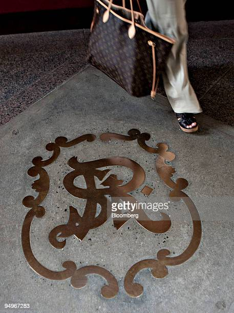 A guest walks past a St Regis logo outside a St Regis hotel in New York US on Monday Aug 24 2009 Luxuryhotel chains the biggest losers in the lodging...