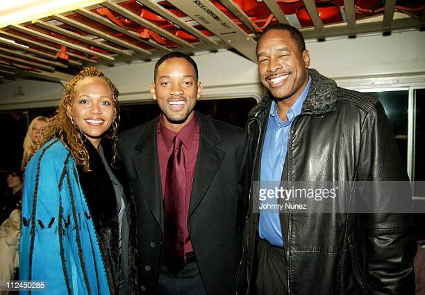 Guest Will Smith and Dave Winfield during Will Smith Jada Pinkett Smith and Guests Travel to the 'Hitch' Premiere on Ellis Island at Staten Island...