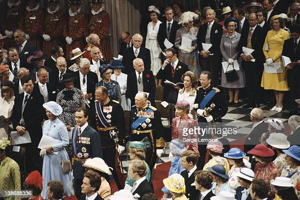 Guests arrive at the wedding of Charles Prince of Wales and Lady Diana Spencer in St Paul's Cathedral London 29th July 1981 In front are Queen...
