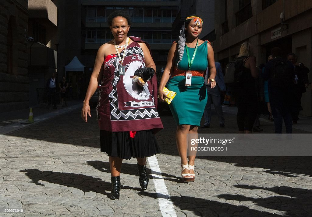 Guests arrive fashionably dressed in traditional style for the annual State of the Nation Address (SONA), at the South African Parliament in Cape Town on February 11, 2016. / AFP / RODGER BOSCH