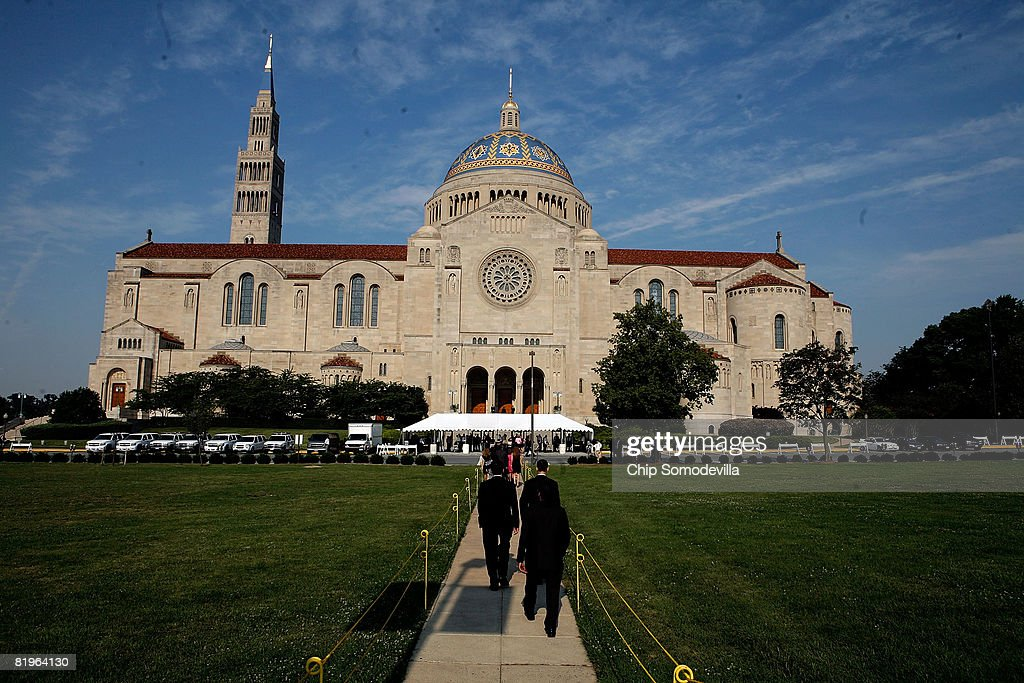 Guests arrive for the funeral for former White House Press Secretary Tony Snow at the Basillica of the National Shrine of the Immaculate Conception July 17, 2008 in Washington, DC. U.S. President George W. Bush and first lady Laura Bush attended the funeral for Snow, who died Saturday after a long battle with colon cancer.