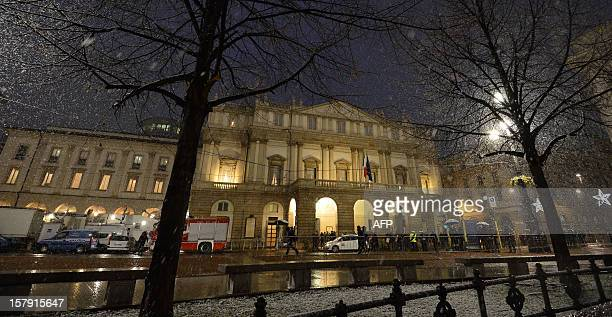 Guests arrive for the opening show of the season of La Scala opera house on December 7 2012 in Milan The 2012/2013 La Scala opera house season opens...