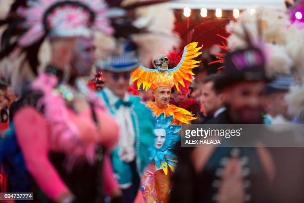 TOPSHOT Guests arrive on the Red carpet during the opening of the 24th Lifeball in front of City Hall in Vienna Austria on June 10 2017 R The Life...