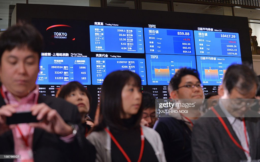Guests gather to attend a ceremony to celebrate the last trading day of 2012 at the Tokyo Stock Exchange in Tokyo on December 28, 2012. The Nikkei ended the last trading day of the year up 0.70 percent, or 72.20 points, closing at 10,395.18, its best finish since Japan's quake-tsunami disaster in 2011, and up 22.9 percent over the past year.