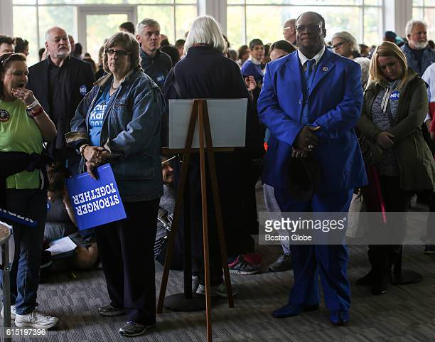 Guests line up to hear former US President Bill Clinton speak on behalf of his wife Democratic presidential nominee Hillary Clinton during a campaign...