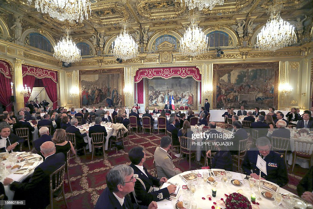 Guests listen to French President Francois Hollande at a state dinner attended by Italian President Giorgio Napolitano at the Elysee Palace in Paris, on November 21, 2012. President Napolitano is on a two-day state visit in Paris. AFP PHOTO POOL /PHILIPPE WOJAZER